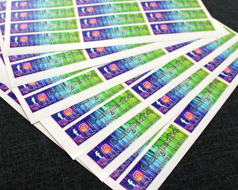 wetterfeste Aufkleber im Digitaldruckverfahren produziert.