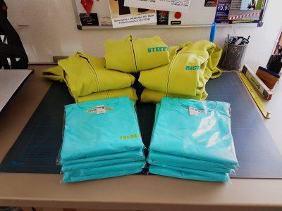 Sweatshirts & Shirts für das Jugendhaus